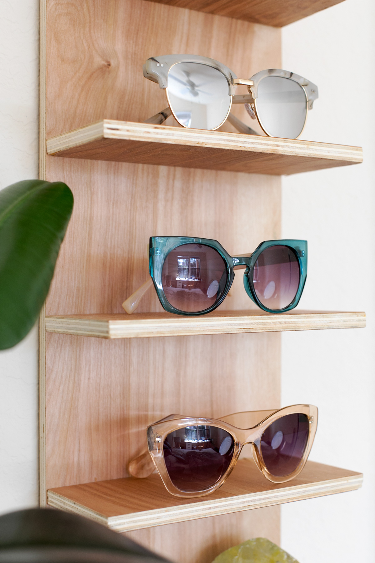 Renter Friendly DIY Sunglasses Holder for End of Summer